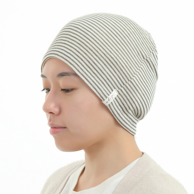 医療用帽子 リボン 黒ボーダー帽子 かぶったイメージ