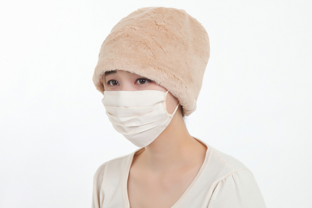 ボア帽子とマスク